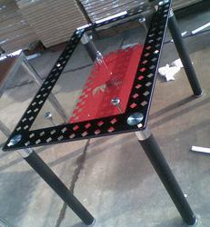 РУ (МОСКВА) предлагает вам мебель из стекла. Вашему вниманию предоставляются: стеклянные обеденные столы и стулья на